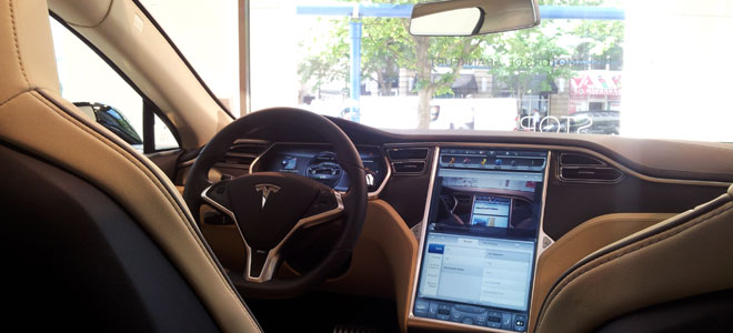 Das Cockpit des Model S.
