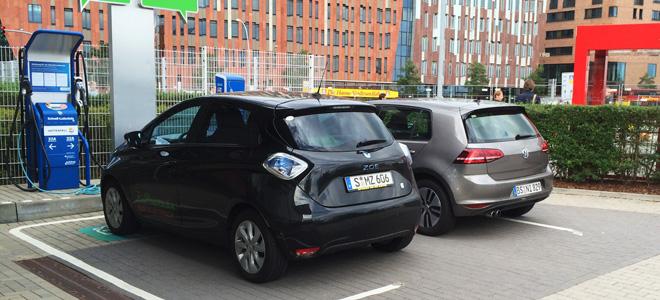 Exklusiver Ladeplatz in der Hamburger Hafencity, den auch ein Golf GTE Prototyp nutzt